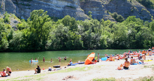 Camping grand 39 terre ruoms camping 3 toiles avec piscine for Camping ardeche ruoms avec piscine